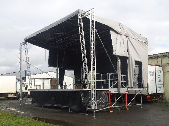 Podium mobile 9 X 7 m HYDRAU IV (photo : LR)